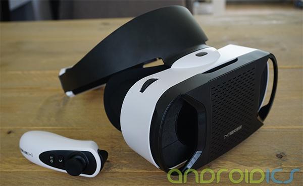 virtual-reality-bril-met-joystick-comfort-review